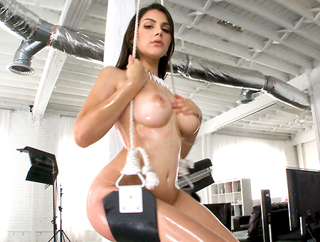 Italian Girl With Big Juicy Tits Gets Her pussy Filled With Cum!